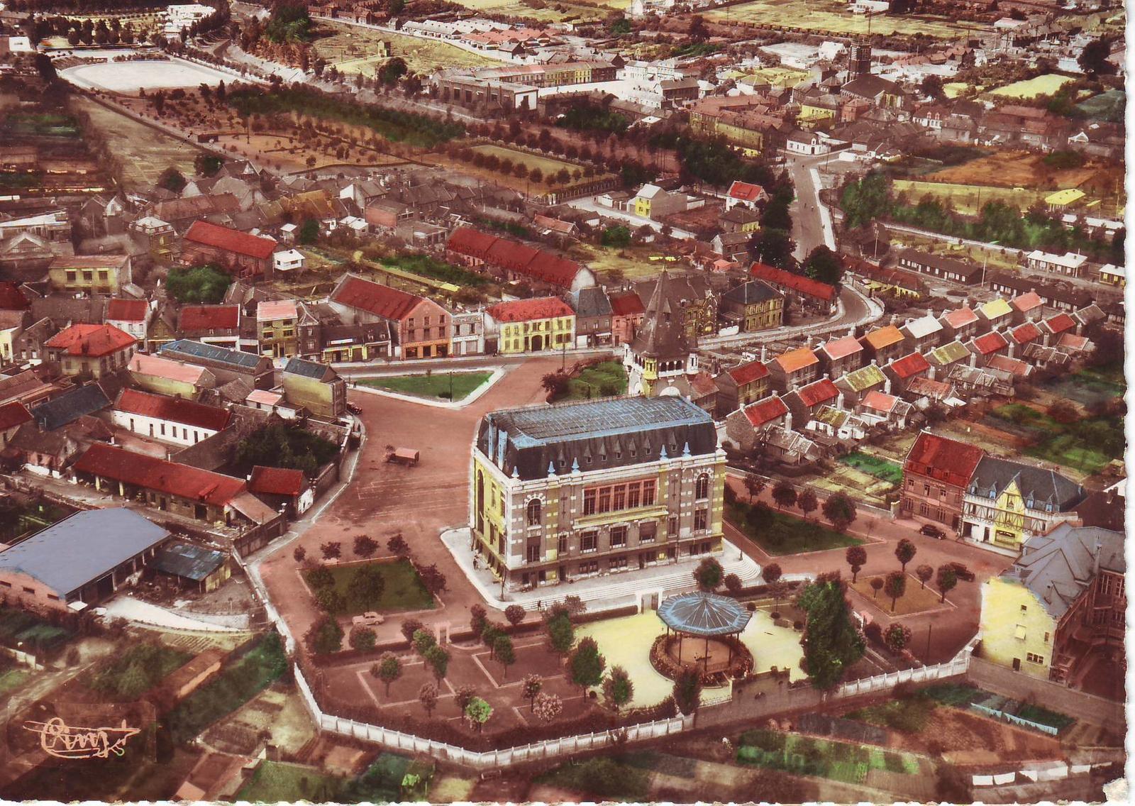 Bruay-la-Buissière - La rue Arthur Lamendin et l'hôtel de ville