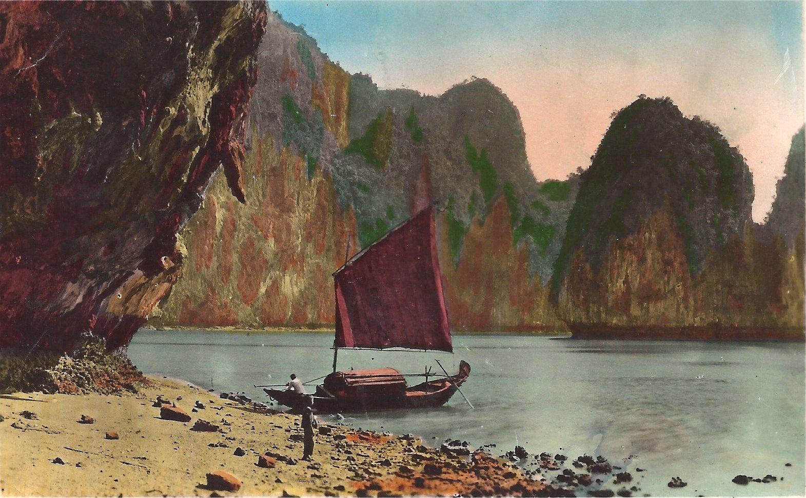 -  Baie d'Along - Devant la grotte de la surprise - Nord Vietnam