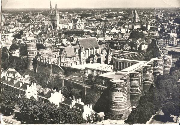 Angers - château vue aérienne