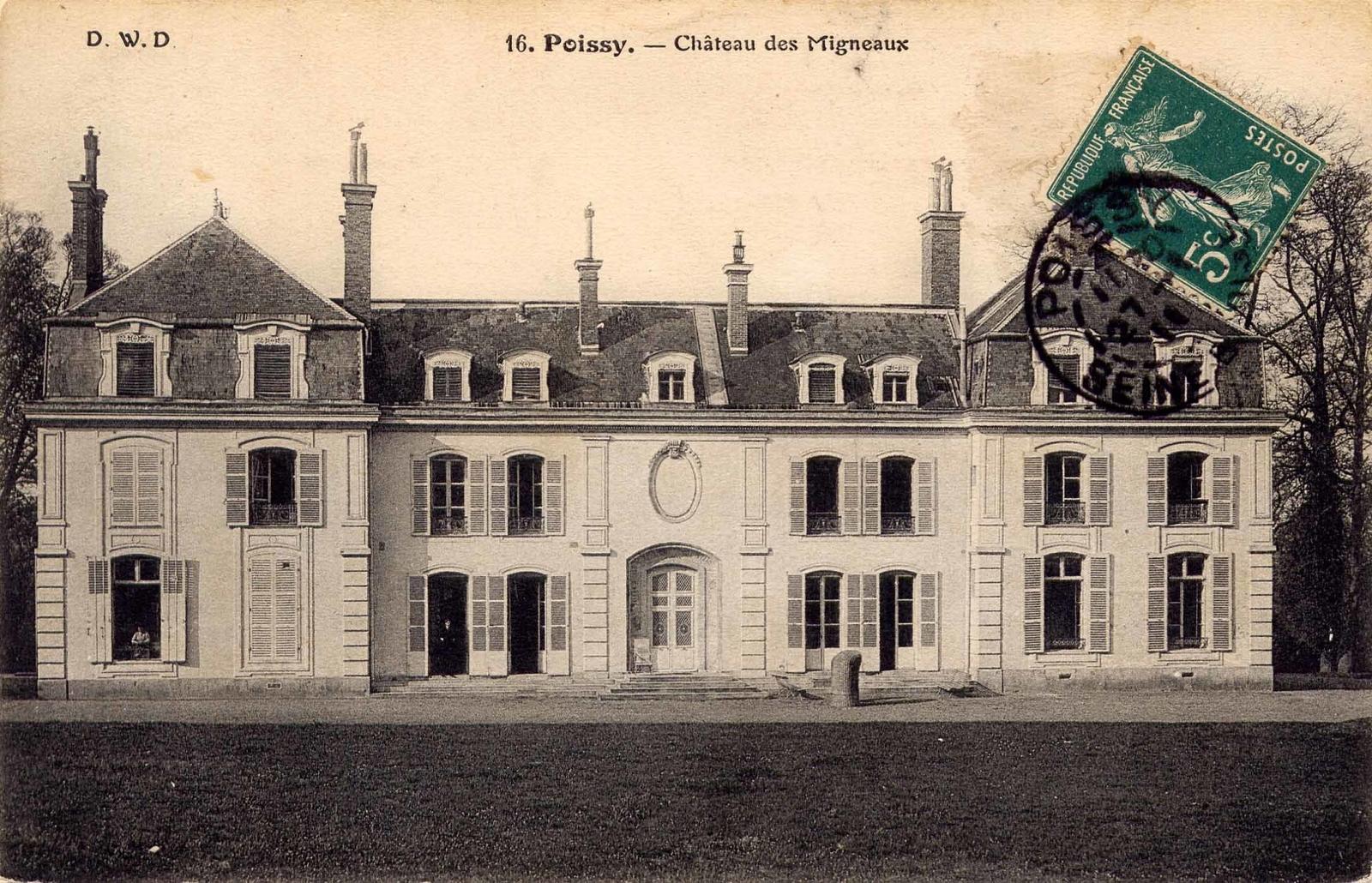 Poissy - CHÂTEAU DES MIGNEAUX : Faute de trouver le lien du premier porteur du nom avec le domaine proprement dit, c'est à l'origine de la seigneurie de Villennes qu'il convient de rattacher celle de Migneaux. Ainsi, à la fin du quinzième siècle, il faut attribuer cette terre à Guillaume de Brinon, conseiller du roi dont la famille alliée à celle d'Henri Perdrier, seigneur de Médan, puis aux Bourdin, va en conserver la jouissance jusqu'au milieu du dix-septième siècle.Nous sommes en présence d'une famille de noblesse de robe qui, pendant plus de deux siècles, va rester fidèle à son implantation terrienne, tout en exerçant ses fonctions souvent au Parlement de Paris, mais également à celui de Rouen.On ne peut conclure sur l'appartenance des lieux à cette famille sans évoquer le plus illustre de ses membres : Jean II Brinon. Avec lui, nous sommes en présence du riche seigneur poète, passionné de belles lettres, qui va être l'ami et le mécène de Ronsard et de La Pléiade.A la mort de Jean II en 1565, la seigneurie de Villennes passe dans la famille Bourdin par héritage. La terre de Mignoz est mentionnée pour chacun des partages de cette fin du seizième siècle.Pour ce qui concerne la première mention d'un hostel seigneurial à Migneaux, elle est trouvée dans des aveux du 22 décembre 1606 rendus par Marie du Fayet, épouse séparée de Nicolas Bourdin. L'acte passé chez Me Fournier, notaire au Châtelet de Paris, ne mentionne d'ailleurs que des vestiges d'un hostel. Migneaux devient la résidence de cette dame qui, inhumée dans l'église Sainte-Marguerite, avait pour frère Antoine Fayet, curé de Saint-Paul.En 1659, Nicolas et Charlotte Lemasson ont hérité de Migneaux par donation de leur oncle Jean-Baptiste Lelarge, procureur au Châtelet de Paris. Rapidement, Louis Fauveau, conseiller secrétaire du roi, en devient acquéreur. Ce dernier, menacé de saisie, revend le 7 août 1682 à Charles Dufresny de La Rivière, garçon ordinaire de la chambre du roi.Avec ce propriétaire, nous somme