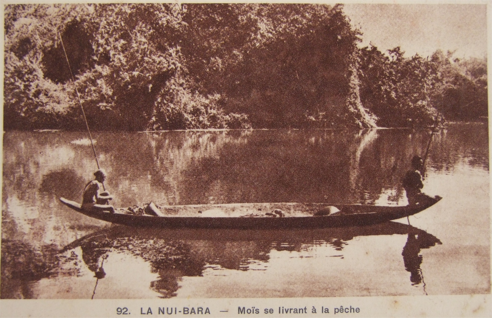-  Indochine - La Nui-bara - Moïs se livrant à la pêche (1937)