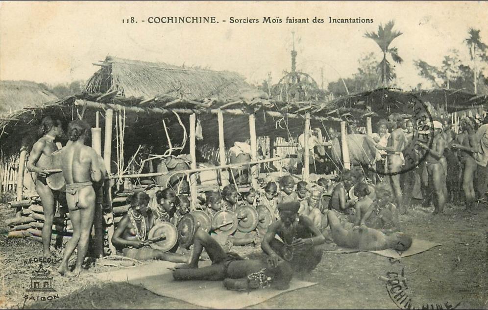 -  Viet-Nam - Cochinchine - Sorciers Moïs faisant des incantations - édit  Decoly - n° 118 -CPA en Bel Etat  (voir 2 scans)