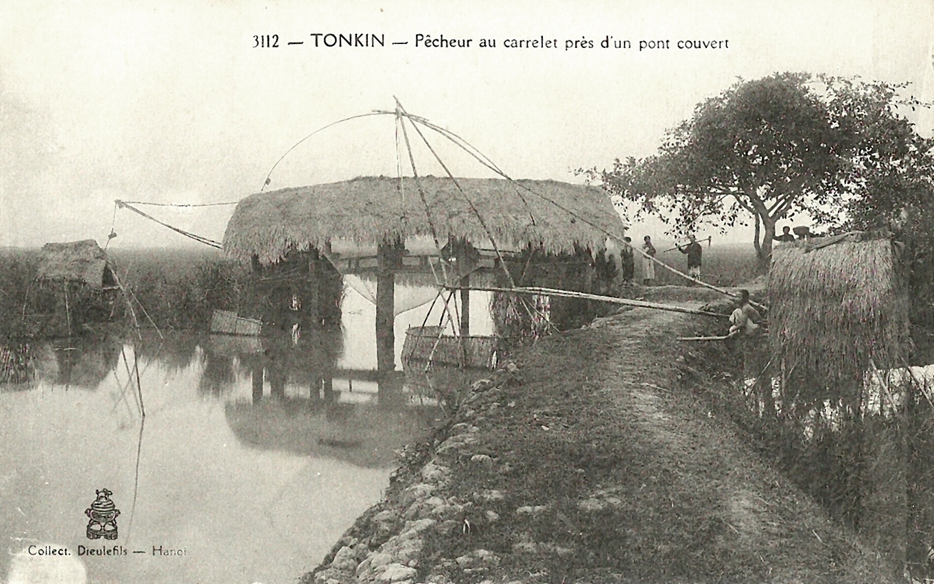 -  Tonkin-Pêcheur au carrelet près d'un pont couvert