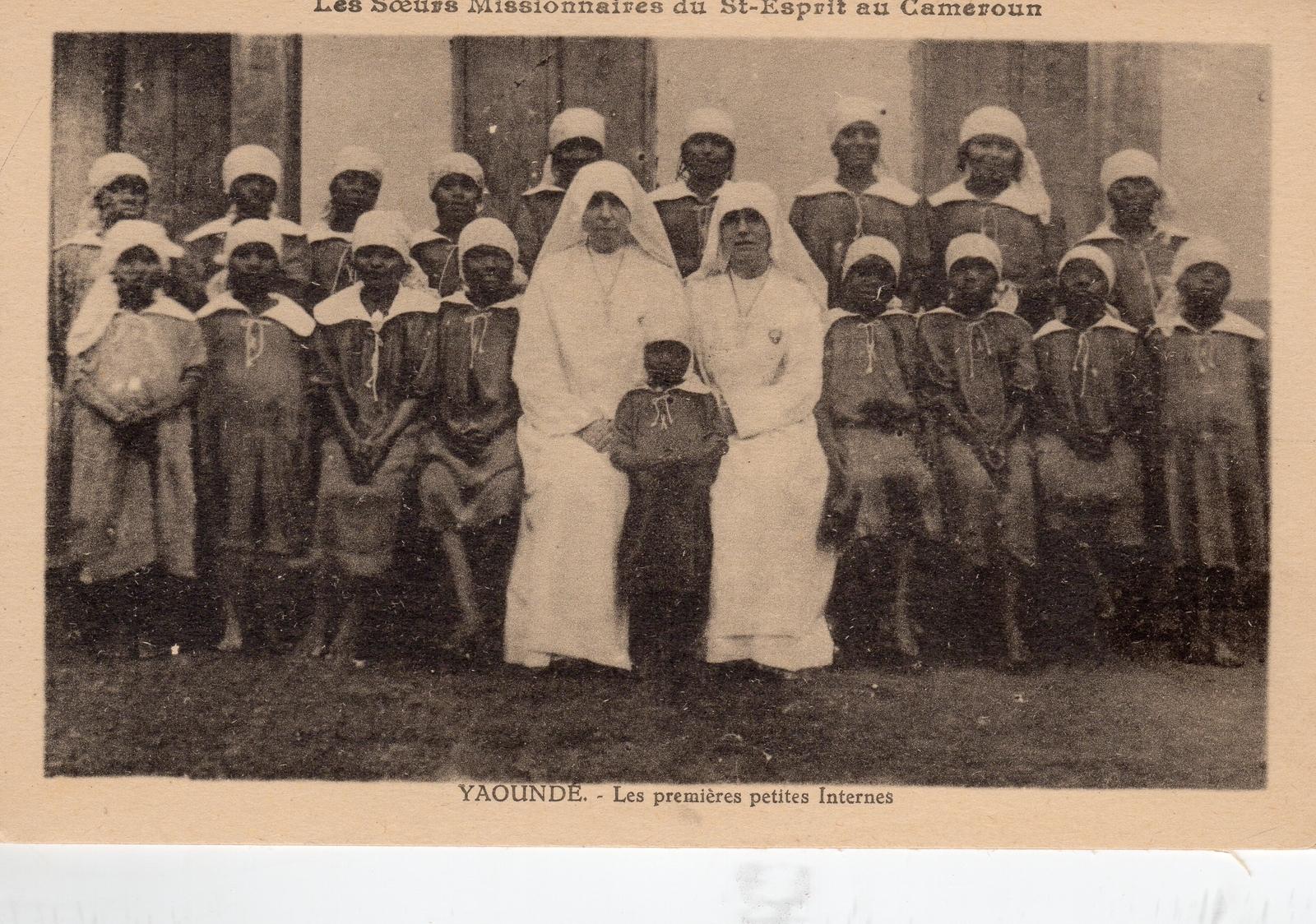 Yaoundé -  Les Soeurs Missionnaires du Saint Esprit Les premières petites internes