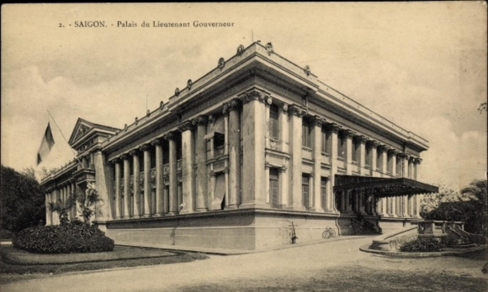 Hô Chi Minh-Ville -  Cp Saigon Cochinchine Vietnam, Palais du Lieutenant Gouverneur, Außenansicht, Tricolore