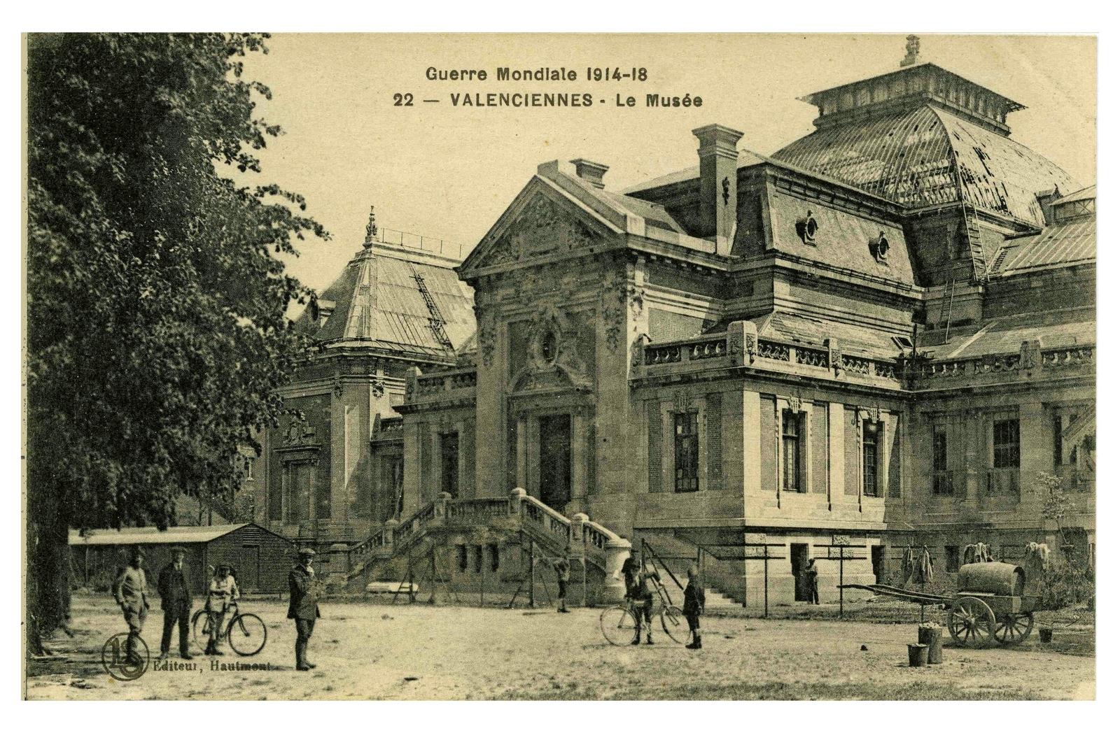 Valenciennes - Le Musée des Beaux Arts vu de la Place Verte, rue des Incas.