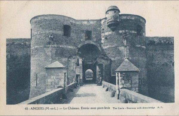 Angers - ANGERS  - Le château - Entrée avec pont-levis