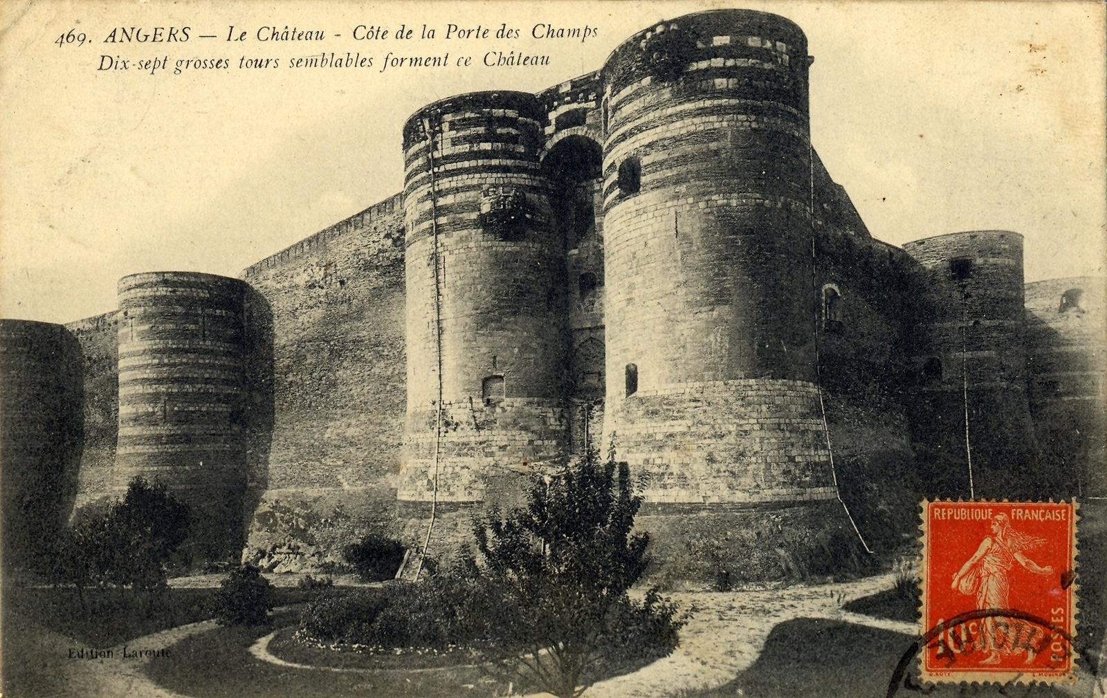 Angers -  Le château côté porte des champs