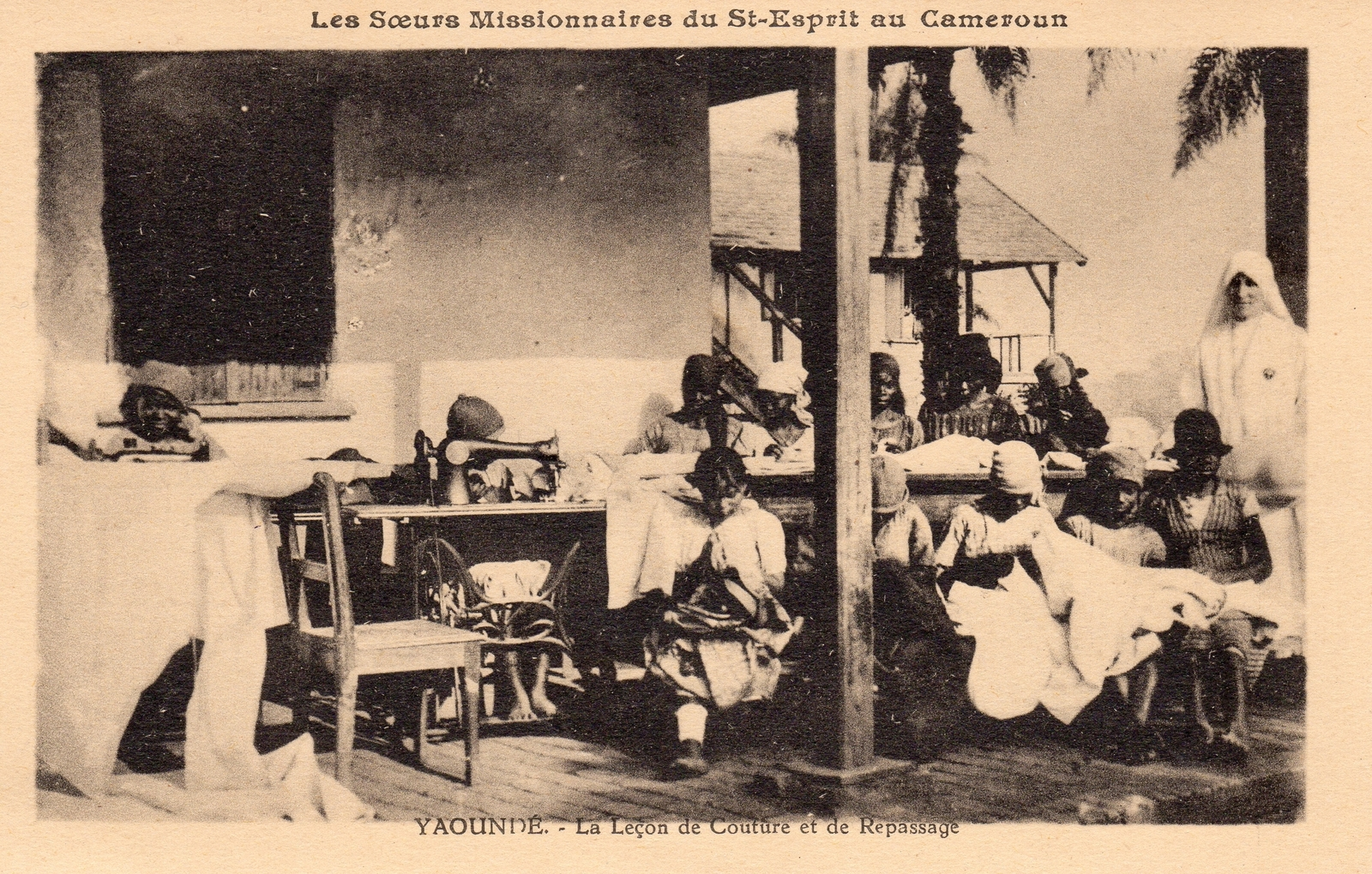 Yaoundé -  Les Soeurs Missionnaires du Saint Esprit La leçon de couture et de repassage