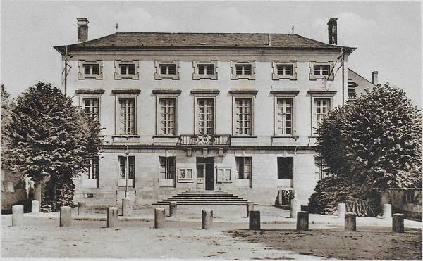 Mussy-sur-Seine - Hôtel de ville de Mussy-sur-Seine (Aube) dans les années 50, collection Bazar Musséen (le magasin de mes parents)