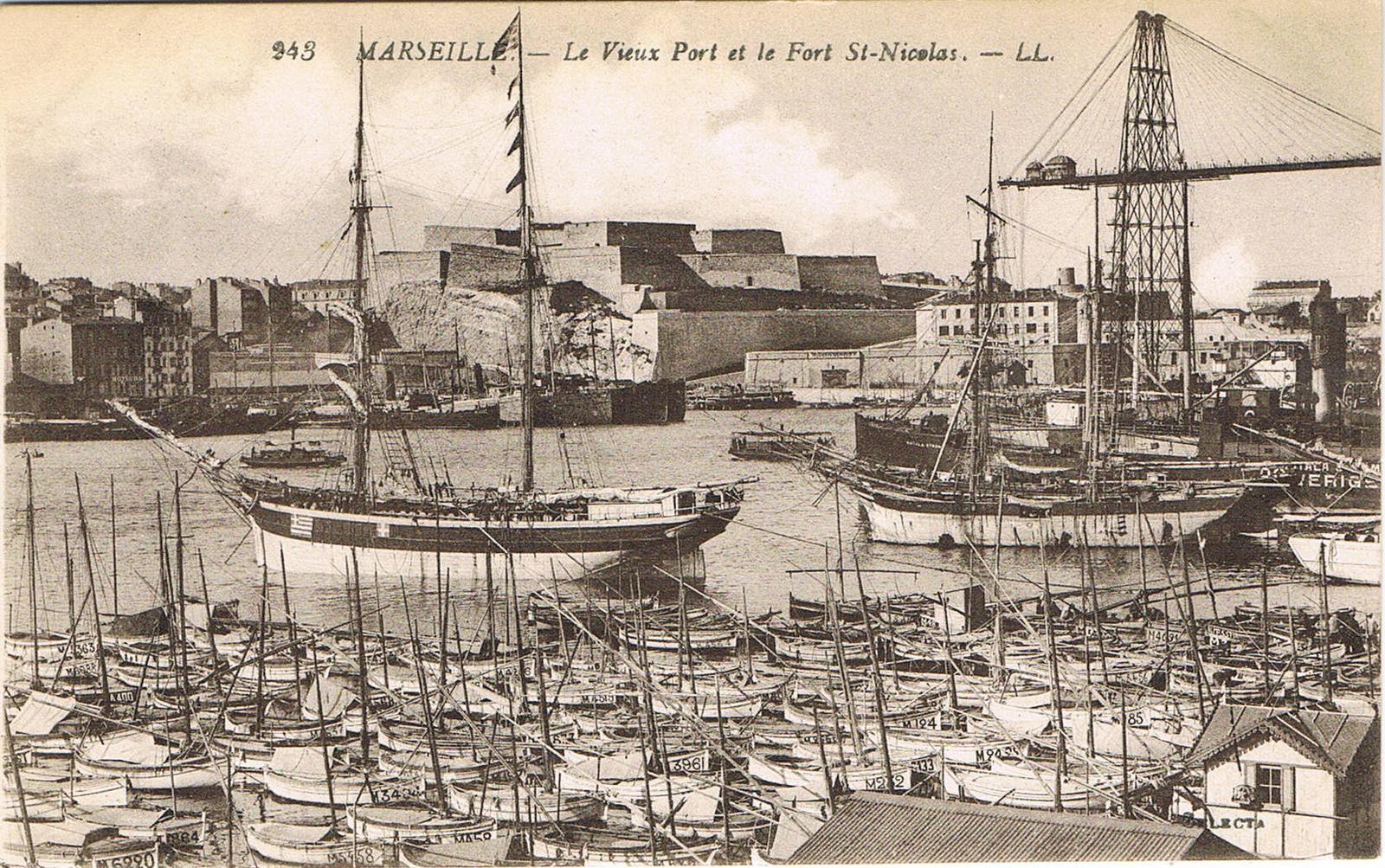 Marseille -  Marseille, INSEE 13055, le Vieux Port et le Fort Saint-Nicolas.