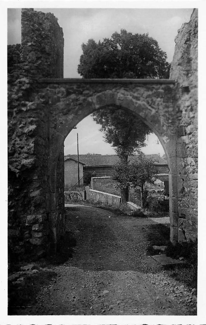 Pérouges - Première porte des remparts