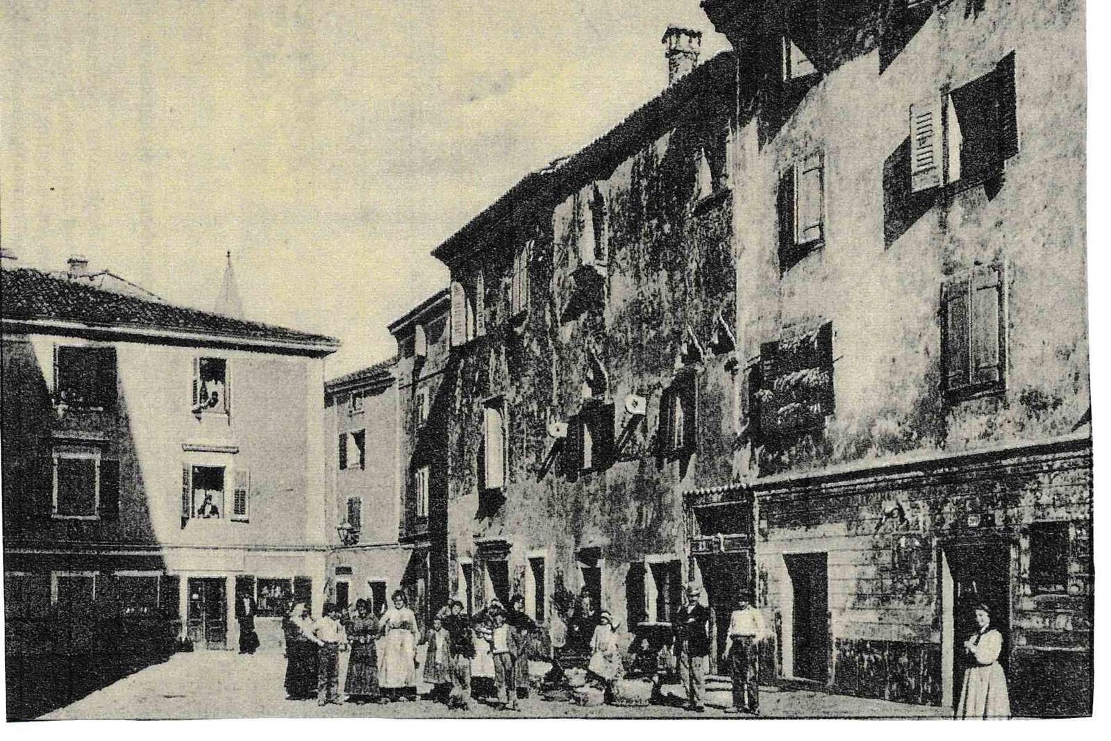 Izola -  Cartolina di Isola d'Istria - Casa antica veneziana Manzioli