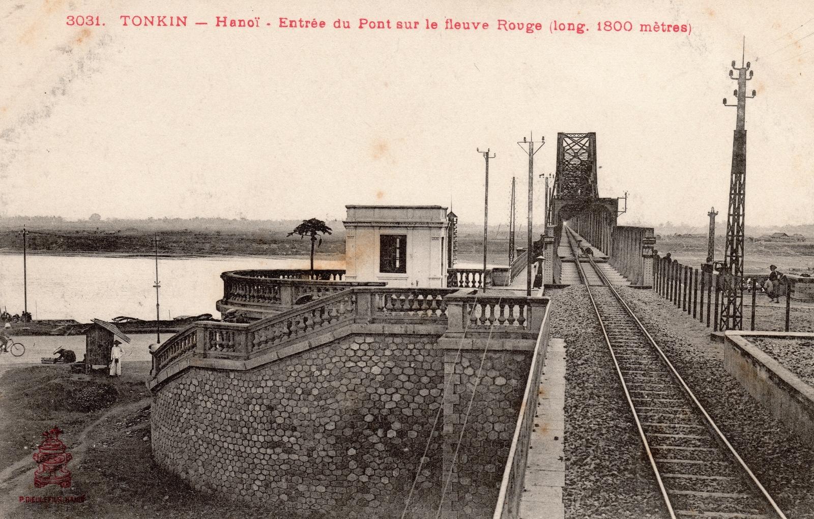 Hanoï -  TONKIN-Hanoï-Entrée du Pont sur le Fleuve Rouge (long 1800 mêtres)