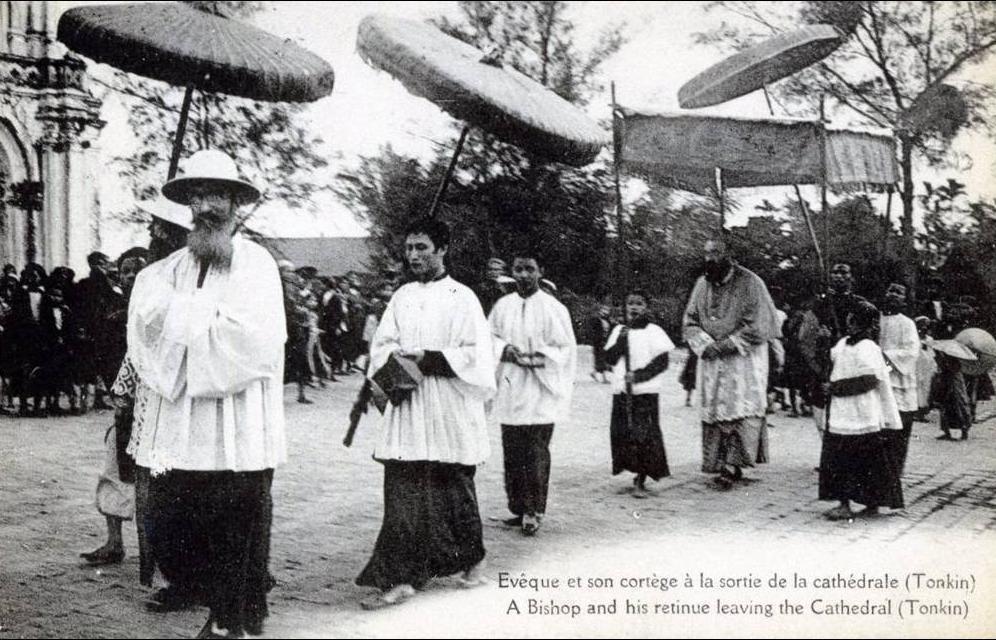 -  Viêt- Na  -  Bac-Minh- Evéque et son Cortège à la sortie de la Cathédrale
