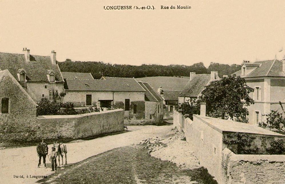 Longuesse - La rue du Moulin.