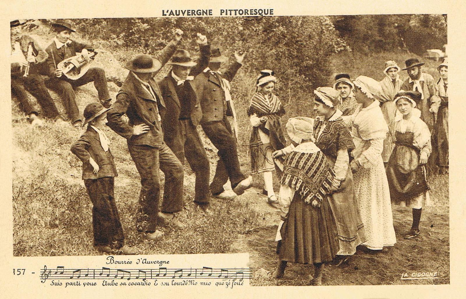 -  cpa groupe folklorique - danseurs - bourrée d'Auvergne - l'Auvergne pittoresque - ref. 157 - Ed. la Cigogne - carte écrite en 1954.
