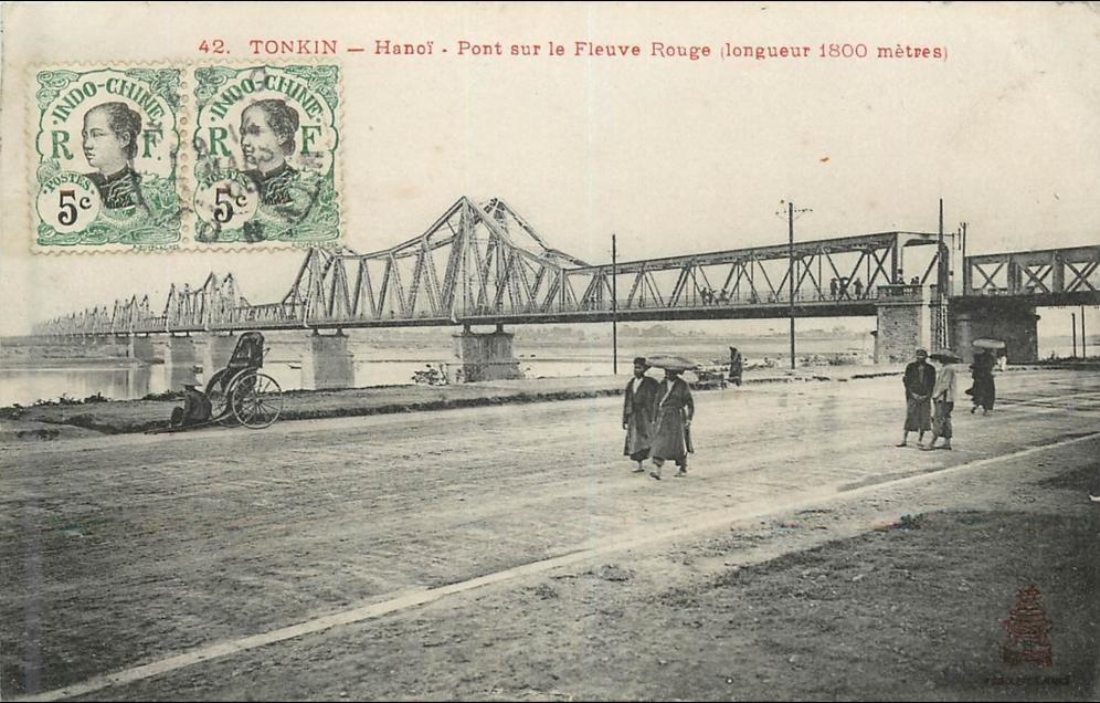 -  VIET NAM . TONKIN . PONT SUR LE FLEUVE ROUGE ( LONGUEUR 1800 METRES ) . CPA ANIMEE . 1908 .