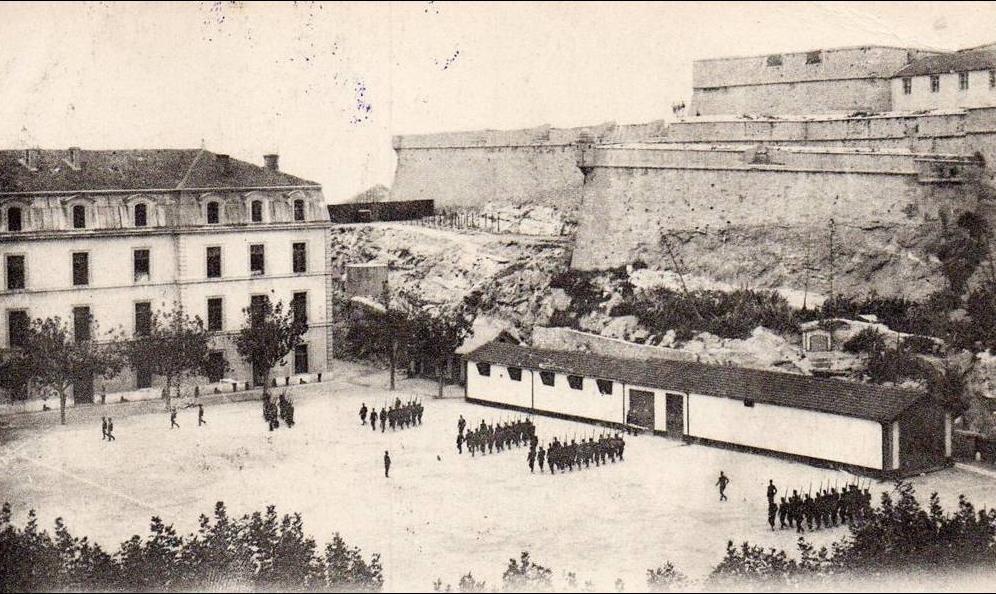 Marseille -  MARSEILLE - Caserne d ' Aurelles et Fort Saint - Nicolas -
