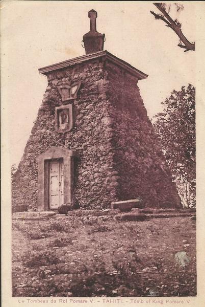 Tahiti - il s'agit du tombeau du roi Pomaré V (1839-1891)situé à la pointe Outu'ai'ai à Tahiti. C'est le dernier roi de cette dynastie, il a régné de 1877 au 29 juin 1880 (date de son abdication)- source Wikipédia