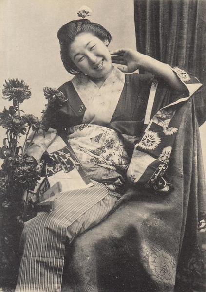 Hô-Chi-Minh-Ville - COCHINCHINE VIET NAM Saïgon gracieux sourire de madame chrysanthèmes