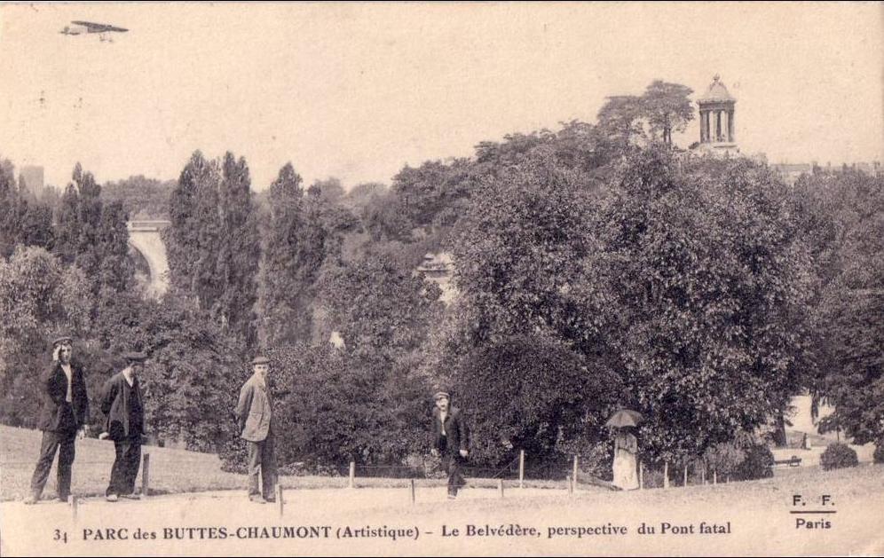 Paris - BELLE  PARIS 19 arrondissement BUTTES CHAUMONT le Belvèdère perspective du pont fatal avion animée 1917
