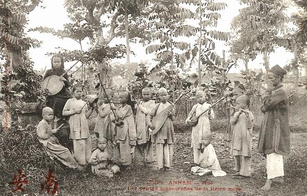 Hué - Annam-Les petites musiciennes de la Reine mère