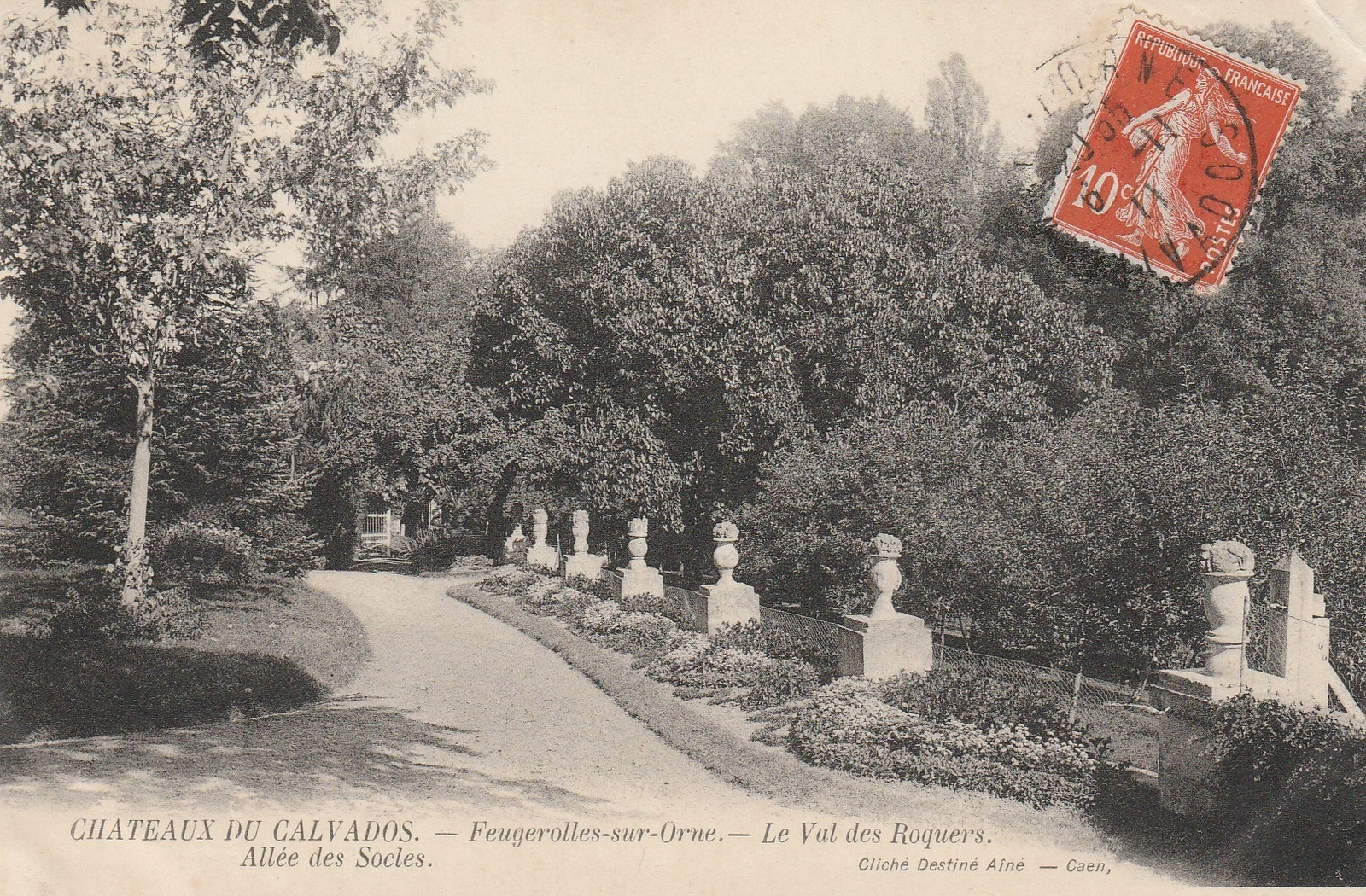 Feuguerolles-Bully -  Allée  des socles du châteauFeuguerolles sur orne fusionne en 1973 avec BULLY