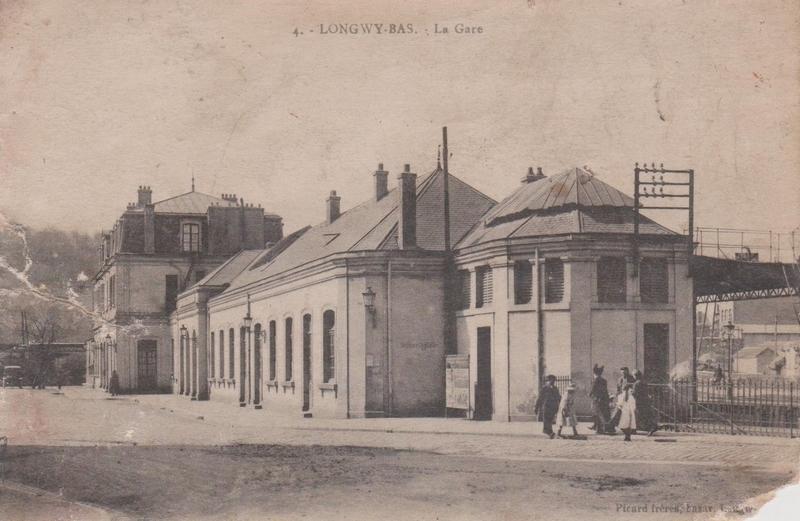 Longwy -  Gare de Longwy mise en service le 13.04.1878. Elle est la dernière gare voyageurs avant le Luxembourg.