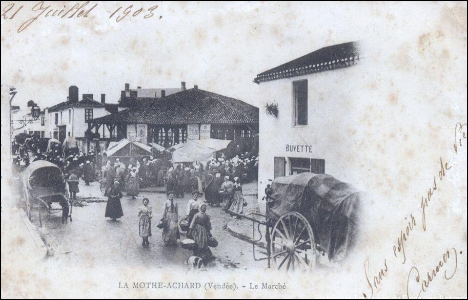 La Mothe-Achard - Jour de Marché à La Mothe Achard - 85- - Carte postale  ancienne et vue d'Hier et Aujourd'hui - Geneanet