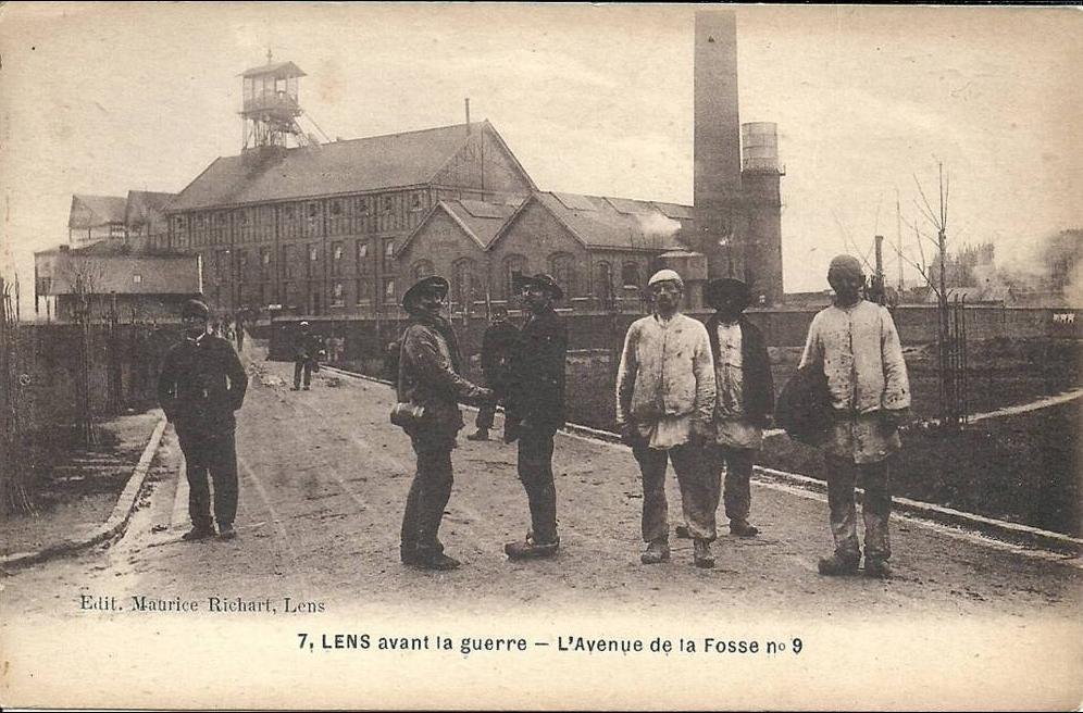 Lens - NORD PAS DE CALAIS - 62 - LENS - avant la guerre - L'avenue de la fosse 9 - Animation ...