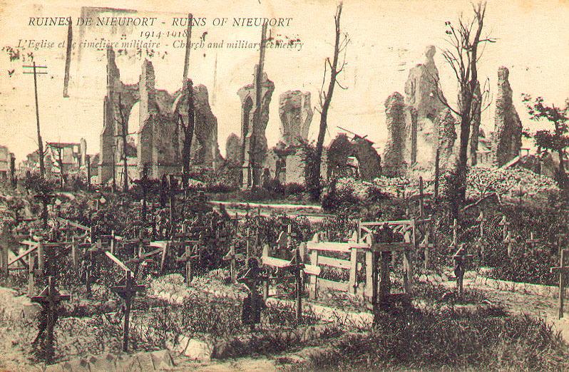 Nieuwpoort -  Nieuwpoort: ruines 1914/1918.Kerk en militair kerkhof