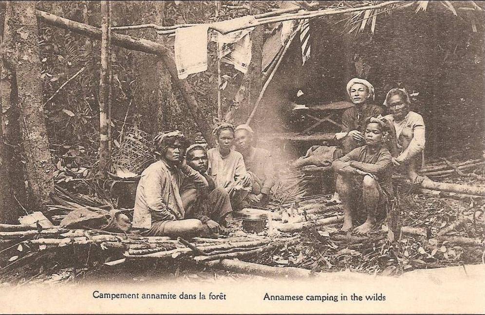 -  INDOCHINE  Campement Annamite dans la forêt