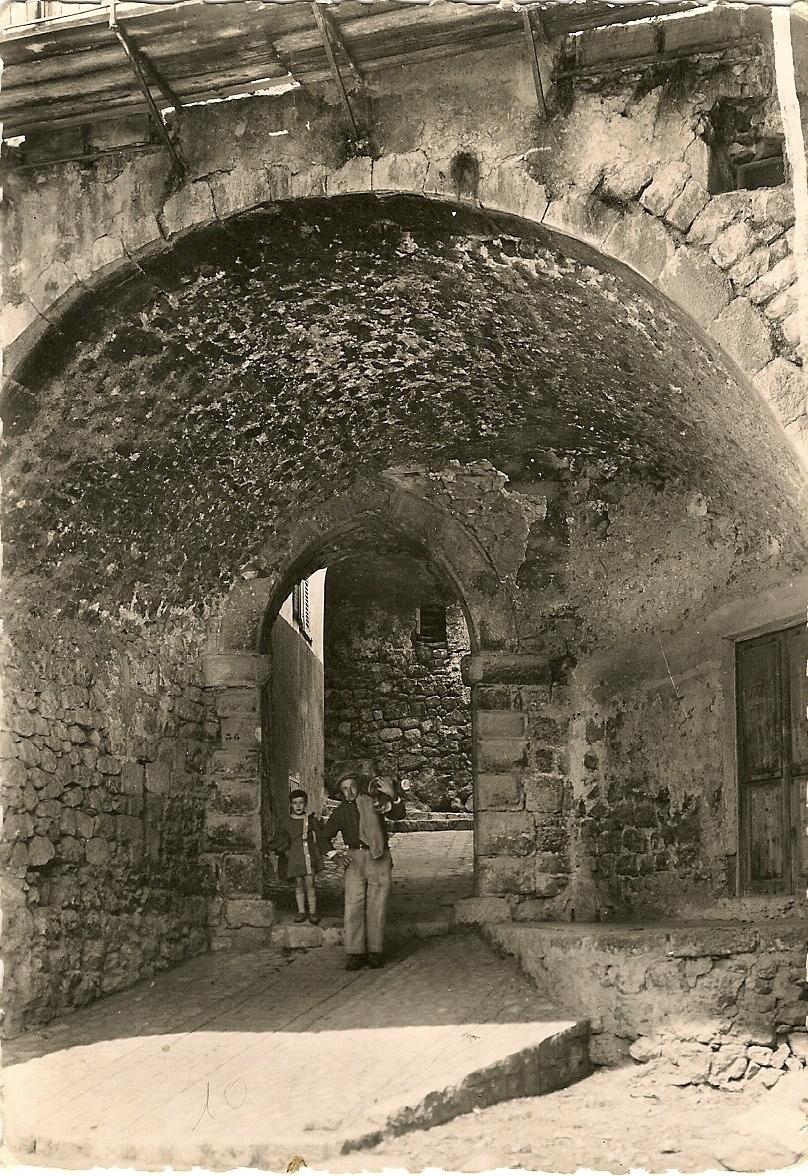 Levens - Levens - Porte d'entrée de l'ancien chateau