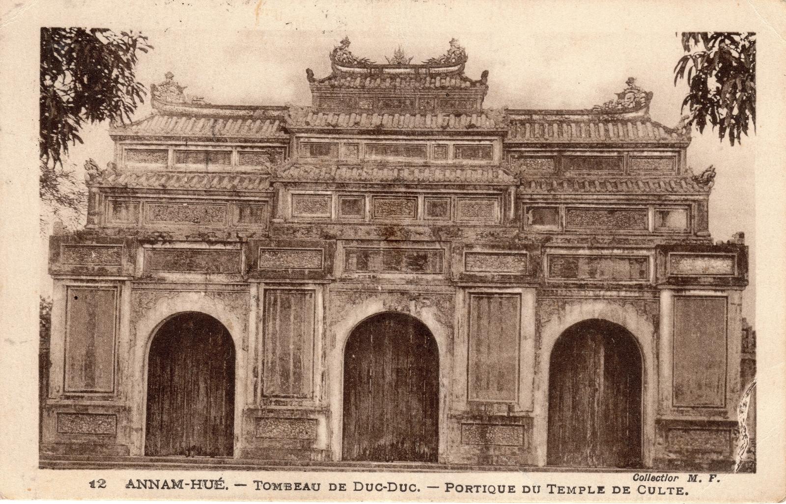 Hué -  ANNAM-Hué-Tombeau de Duc Duc-Portique du Temple de Culte