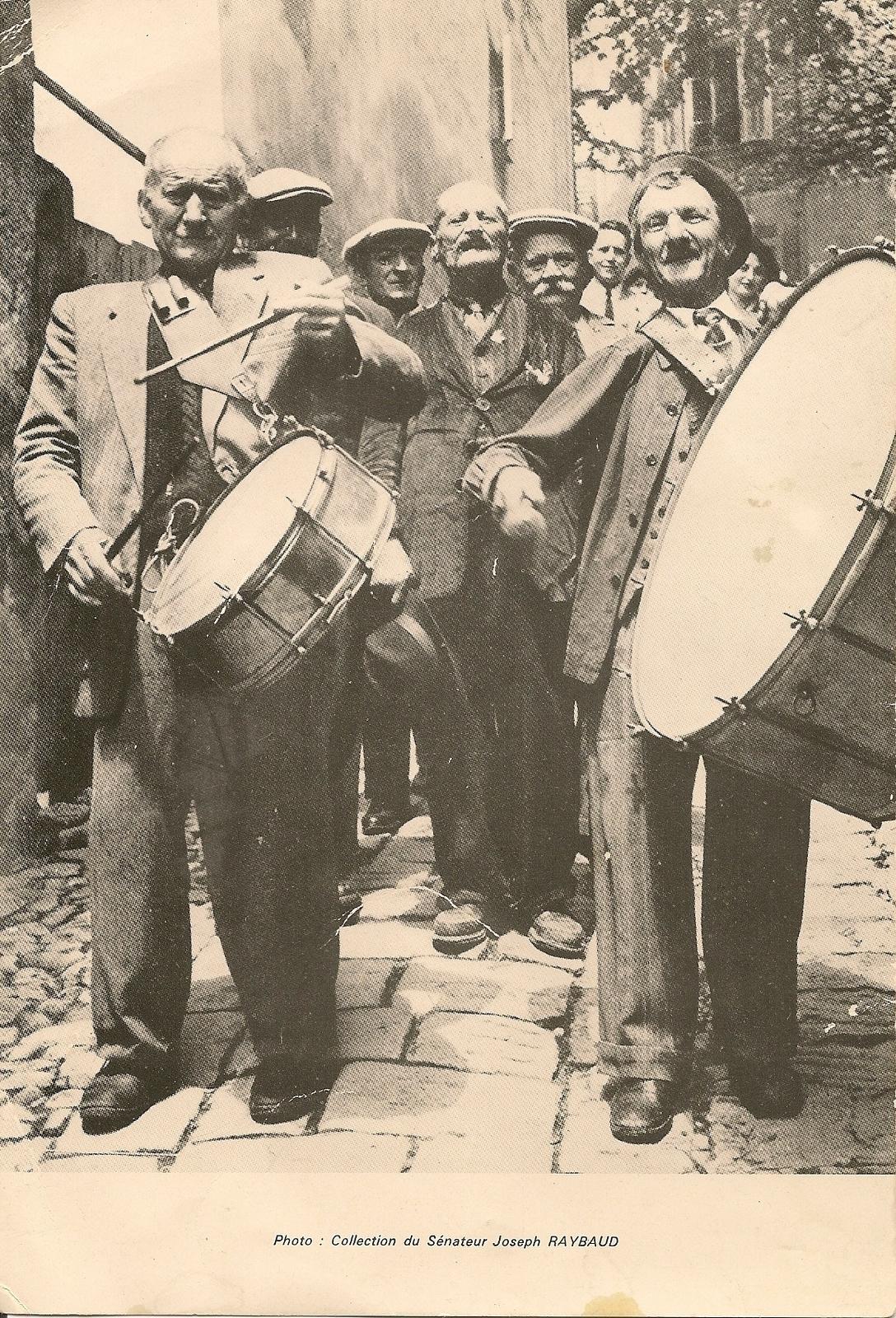 Levens - Levens - Festin de la Saint Antonin - fifres tambourins et  timbales