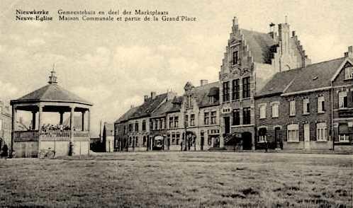 """Nieuwkerke - Nieuwkerke """" Het Gemeentehuis """" - Carte postale ancienne et  vue d'Hier et Aujourd'hui - Geneanet"""