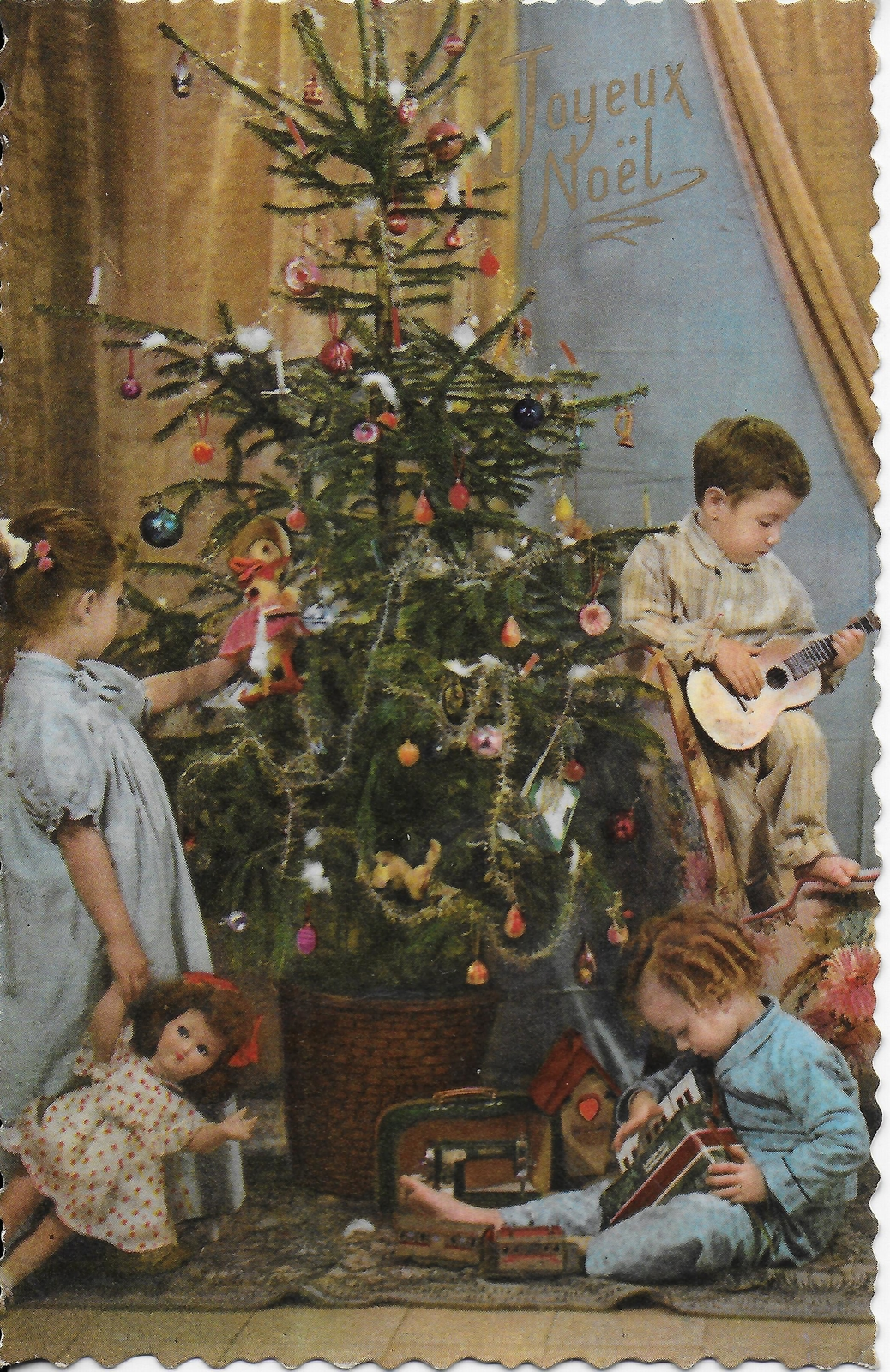 Joyeux Noël - Trois enfants et sapin de Noël - Photochrom 569 - Carte  postale ancienne et vue d'Hier et Aujourd'hui - Geneanet