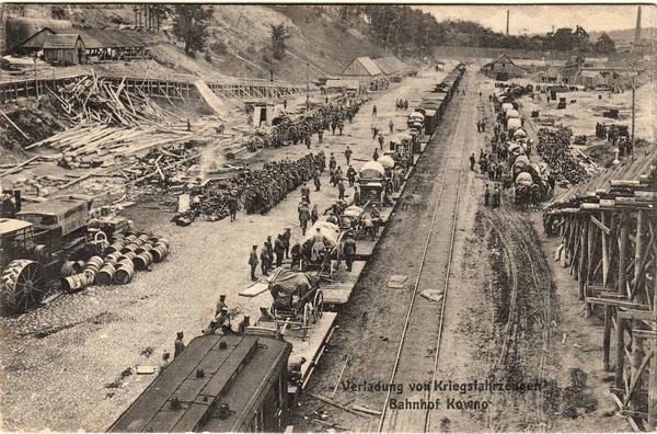 Kaunas - Verladung von Kriegsfahrzeugen am Bahnhof Kowno