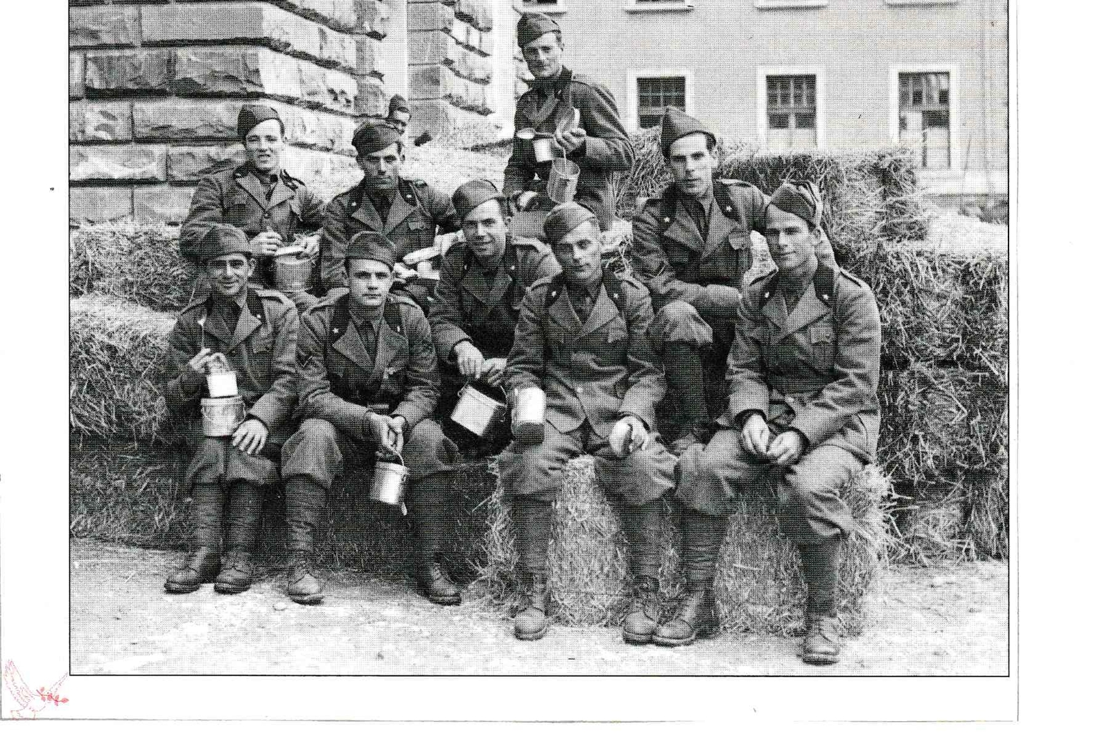 Izola -  Trieste 1940 - un gruppo di isolani richiamati in servizio militare (foto di Giovanni Goina - passon)