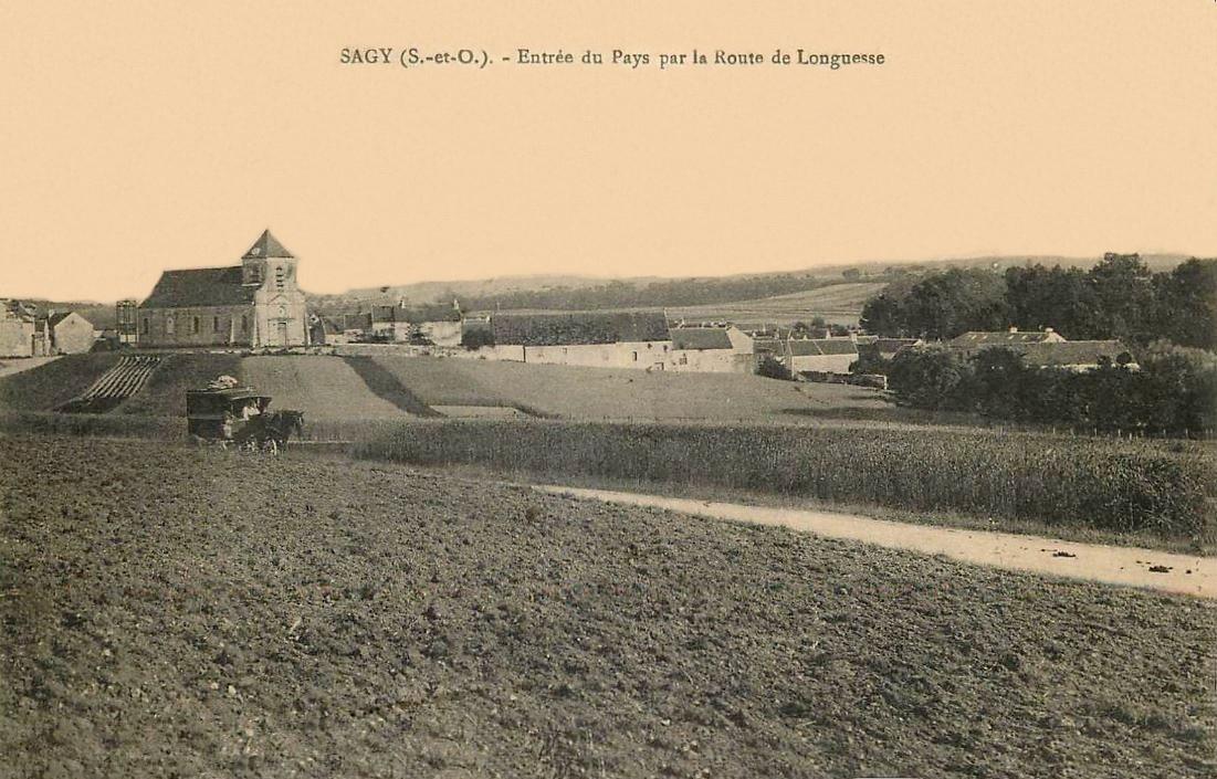 Sagy - Entrée par la route de Longuesse.