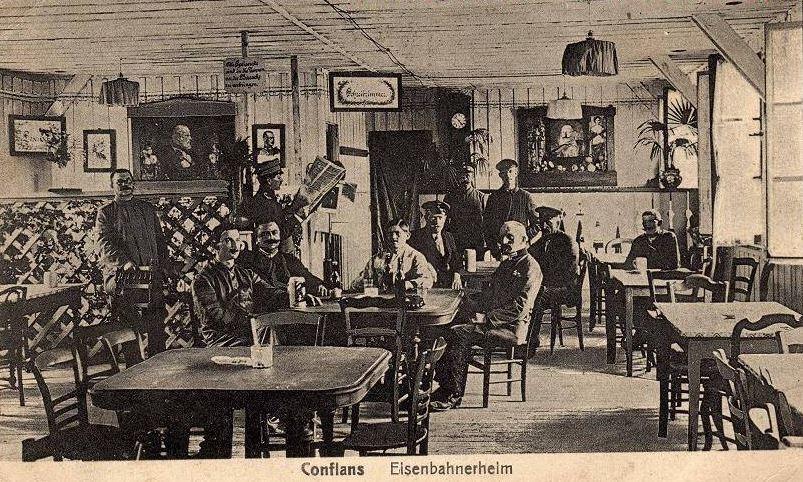 Conflans-en-Jarnisy - CONFLANS-en-JARNISY (34), troupe Allemande dans un Café de la ville, vers 1915