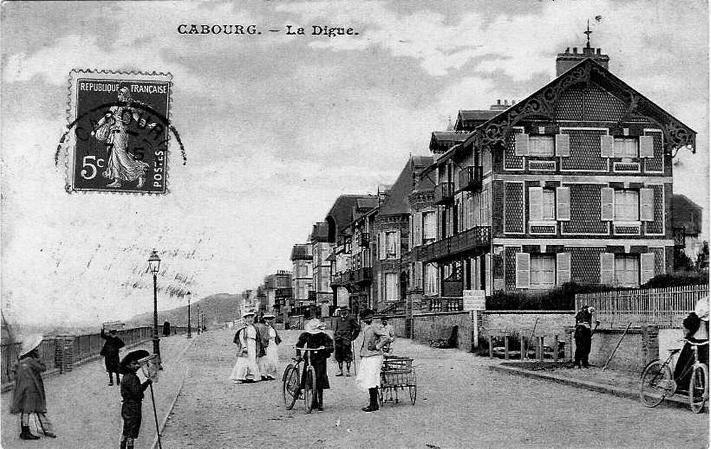 Cabourg - Plage de Cabourg - Carte postale ancienne et vue d'Hier et Aujourd'hui - Geneanet