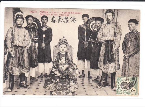 Hué - ANNAM Hué - Le Jeune Empereur DUY-THAN et son entourage
