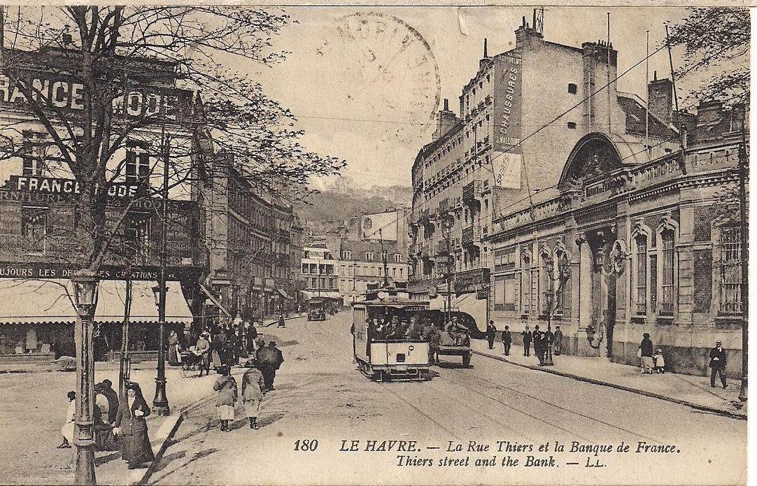 Le Havre - La rue Thiers et la Banque de France, - Carte postale ancienne et vue d'Hier et ...
