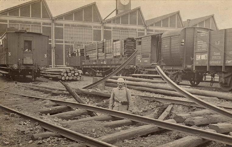 Conflans-en-Jarnisy - CONFLANS-en-JARNISY (54), Bombardement  gare de triage et dépôt de locomotive, vers 1914.