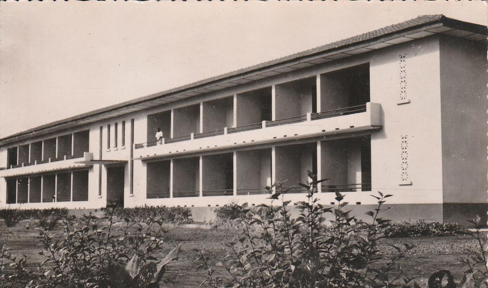 """Yaoundé -  CAMEROUN YAOUNDE Hôtel Restaurant"""" Le Relais"""" 1520J"""