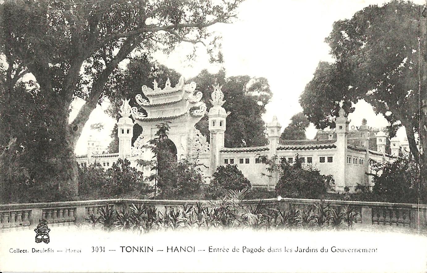 Hanoï -  Tonkin-Hanoi¨-Entrée de pagode dans les jardins du Gouvernement