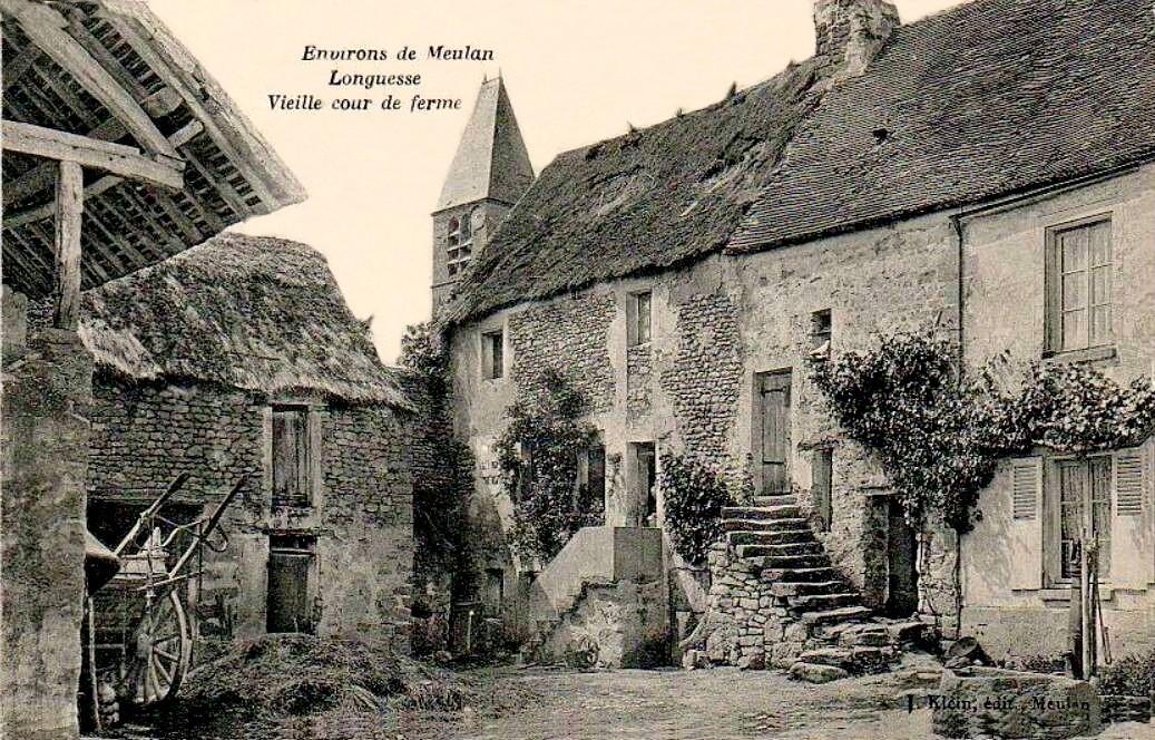 Longuesse - Vieille cour de ferme.