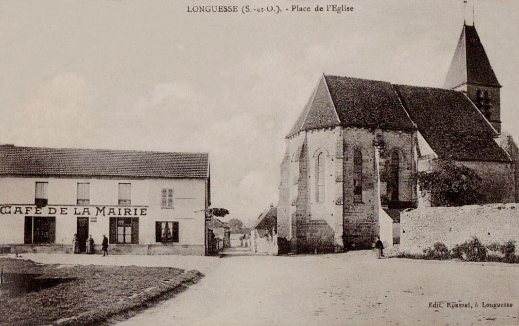 Longuesse - La Place de l'église.